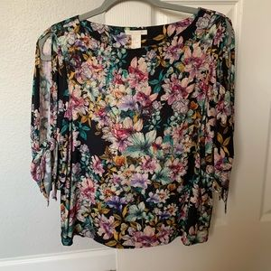 H&M floral blouse mid sleeve